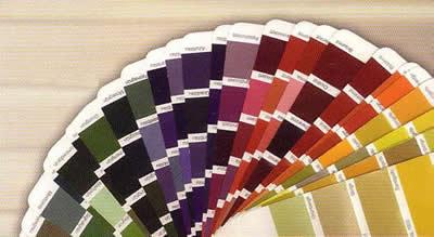 Cualquier color exterior es posible e interior también. Desde lacados al fuego en cualquier color de la carta RAL o incluso imitaciones a madera.